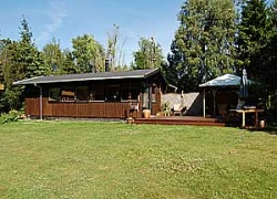 Holiday home. Built in 1972. Renovated in 2006. Situated on a 1200 qm site. The house is heated by electricity. 1 bathroom with shower. 1 toilet. At least one bathroom with heated floor. Microwave ove ...