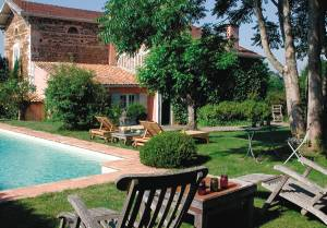 This beautiful manor has been renovated in 2002 and offers you a vacation with every imaginable comfort. Situated in the centre of the village, the villa is surrounded by trees and a property of 5,00 ...
