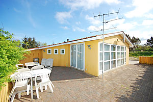 Holiday home. Renovated in 2009. Situated on a 1400 qm site. The house is heated by electricity. 1 bathroom with shower. 1 toilet. At least one bathroom with heated floor. Freezer. Microwave oven. Dis ...