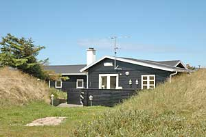 Holiday home. Built in 1962. Renovated in 2005. Situated on a 3500 qm site. Sea view from the site. The house is heated by electricity. 1 bathroom with shower. 1 toilet. At least one bathroom with hea ...