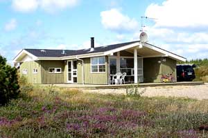 Holiday home. Built in 2002. Situated on a 2600 qm site. The house is heated by electricity. 1 bathroom with shower. 1 toilet. At least one bathroom with heated floor. Freezer. Dish washer. Woodburnin ...