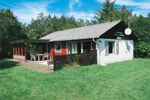 Holiday home. Built in 1971. Situated on a 1800 qm site. The house is heated by electricity. 1 bathroom with shower. 1 toilet. Freezer. Microwave oven. Oven/minioven. Woodburning stove. Stereo set. Di ...