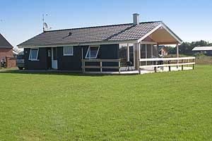 Holiday home. Built in 2005. Situated on a 1207 qm site. The house is heated by electricity. 1 bathroom with shower. 1 toilet. At least one bathroom with heated floor. Microwave oven. Dish washer. Ove ...