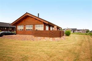 Holiday home. Built in 2003. Situated on a 1200 qm site. Fiord view from house and site. The house is heated by electricity. 1 bathroom with shower. 1 toilet. At least one bathroom with heated floor.  ...