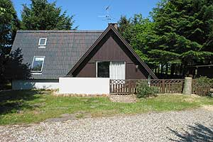 Holiday home. Built in 1967. Situated on a 3450 qm site. Fiord view from house and site. The house is heated by electricity. 1 bathroom with shower. 1 toilet. Dish washer. Oven/minioven. Woodburning s ...