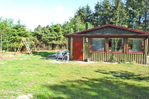 Holiday home. Built in 1967. Renovated in 2004. Situated on a 1300 qm site. The house is heated by electricity. 1 bathroom with shower. 1 toilet. Freezer. Microwave oven. Dish washer. Woodburning stov ...