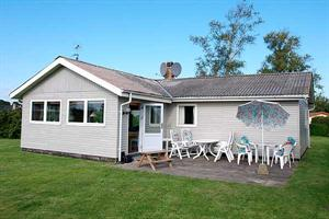 Holiday home. Built in 1969. Renovated in 1999. Situated on a 1244 qm site. The house is heated by electricity. 1 bathroom with shower. 1 toilet. Freezer. Microwave oven. Dish washer. Oven/minioven. W ...