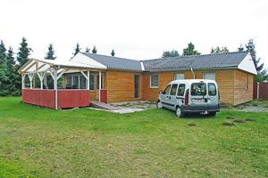 Holiday home. Built in 1971. Renovated in 2007. Situated on a 1217 qm site. The house is heated by electricity. 1 bathroom with shower. 1 toilet. Freezer. Microwave oven. Dish washer. Woodburning stov ...