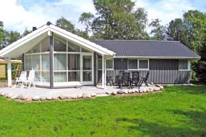 Holiday home. Built in 2004. Situated on a 700 qm site. The house is heated by electricity. 1 bathroom with shower. 2 toilets. At least one bathroom with heated floor. Freezer. Microwave oven. Dish wa ...