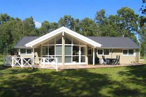 Holiday home. Built in 2007. Situated on a 1203 qm site. The house is heated by both electricity and oil. 2 bathrooms with shower. 2 toilets. At least one bathroom with heated floor. Freezer. Microwav ...