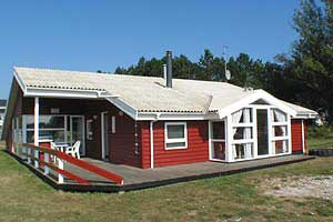 Holiday home. Built in 1991. Renovated in 2010. Situated on a 1500 qm site. The house is heated by electricity. 2 bathrooms with shower. 2 toilets. At least one bathroom with heated floor. Freezer. Mi ...