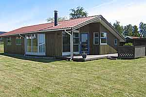 Holiday home. Built in 1997. Situated on a 982 qm site. Sea view from house and site. The house is heated by electricity. 1 bathroom with shower. 1 toilet. Freezer. Dish washer. Oven/minioven. Woodbur ...