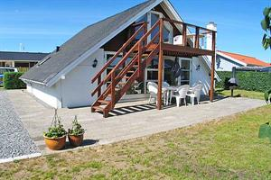 Holiday home. Built in 1984. Renovated in 2006. Situated on a 480 qm site. Sea view from house and site. The house is heated by electricity. 1 bathroom with shower. 1 toilet. Freezer. Microwave oven.  ...
