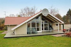 Holiday home. Built in 1999. Situated on a 1300 qm site. The house is heated by electricity. 1 bathroom with shower. 2 toilets. At least one bathroom with heated floor. Freezer. Microwave oven. Dish w ...