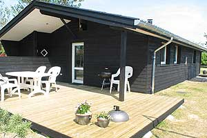 Holiday home. Built in 1970. Renovated in 2004. Situated on a 380 qm site. The house is heated by electricity. 1 bathroom with shower. 1 toilet. At least one bathroom with heated floor. Freezer. Micro ...