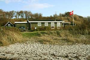 Holiday home. Built in 1981. Renovated in 2005. Situated on a 465 qm site. Sea view from house and site. The house is heated by electricity. 1 bathroom with shower. 1 toilet. Freezer. Dish washer. Ove ...