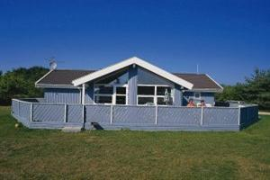 Holiday home. Built in 1992. Situated on a 1462 qm site. Sea view from the house. The house is heated by electricity. 2 bathrooms with shower. 2 toilets. At least one bathroom with heated floor. Freez ...