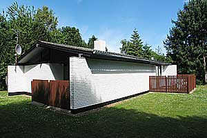 Holiday home. Built in 1975. Situated on a 934 qm site. The house is heated by electricity. 1 bathroom with shower. 1 toilet. Freezer. Microwave oven. Oven/minioven. Woodburning stove. DVD. High chair ...