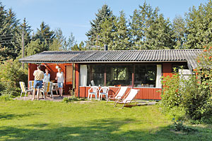 Holiday home. Built in 1972. Renovated in 2006. Situated on a 1100 qm site. The house is heated by electricity. 1 bathroom with shower. 1 toilet. At least one bathroom with heated floor. Freezer. Micr ...