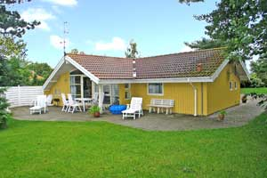 Holiday home. Built in 1994. Situated on a 1450 qm site. The house is heated by electricity. 1 bathroom with shower. 1 toilet. At least one bathroom with heated floor. Freezer. Microwave oven. Dish wa ...