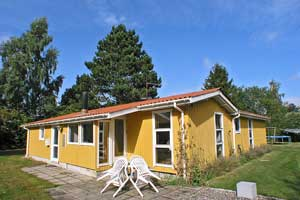Holiday home. Built in 1970. Renovated in 2000. Situated on a 1100 qm site. The house is heated by electricity. 2 bathrooms with shower. 2 toilets. Freezer. Dish washer. Oven/minioven. Woodburning sto ...