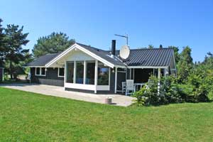 Holiday home. Built in 2000. Situated on a 1200 qm site. The house is heated by electricity. 1 bathroom with shower. 1 toilet. At least one bathroom with heated floor. Freezer. Microwave oven. Dish wa ...