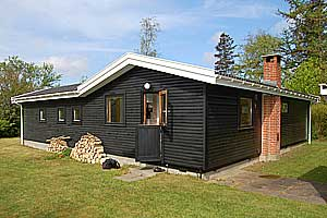 Holiday home. Built in 1959. Renovated in 1998. Situated on a 1411 qm site. The house is heated by electricity. 1 bathroom with shower. 1 toilet. Freezer. Dish washer. Woodburning stove. Washing machi ...