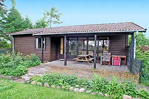 Holiday home. Built in 1973. Situated on a 1396 qm site. The house is heated by electricity. 1 bathroom with shower. 1 toilet. Oven/minioven. 2 bedrooms in all. 14 qm covered terrace. ...