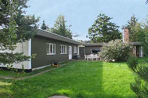 Holiday home. Built in 1966. Renovated in 2005. Situated on a 987 qm site. The house is heated by both electricity and oil. 2 bathrooms with shower. 2 toilets. Dish washer. Fire place. Stereo set. CD. ...
