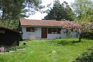Holiday home. Built in 1971. Situated on a 1600 qm site. The house is heated by electricity. 1 bathroom with shower. 1 toilet. At least one bathroom with heated floor. Freezer. Microwave oven. Oven/mi ...