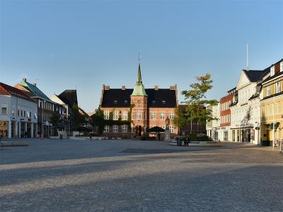 Torvet i Silkeborg, med det gamle Rådhus fra 1857 - 1094