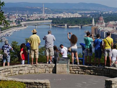 Gellért Hill med udsigt over smukke Budapest - 283
