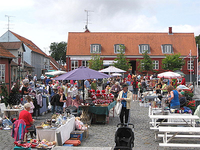 Markedsdag i Aakirkeby på Bornholm. - 388