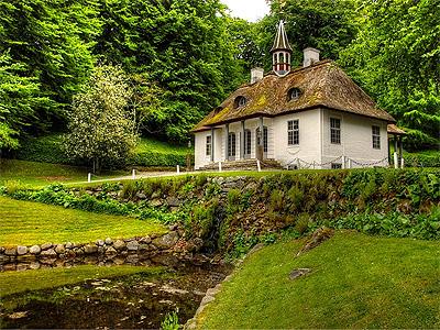 Liselund Gammel Slot fra 1792 - midtpunkt i det oprindelige lystanlæg  - 397